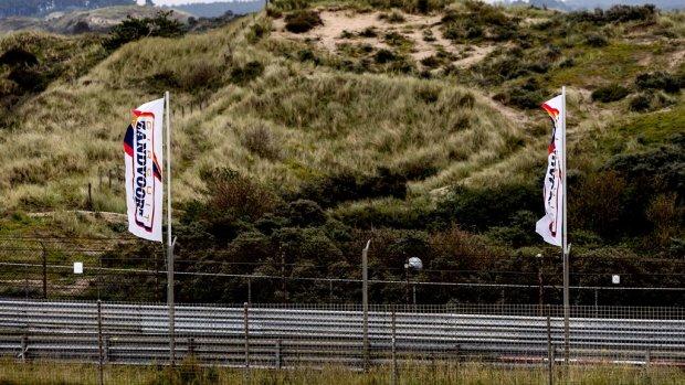 Pad en hagedis zitten circuit Zandvoort in de weg