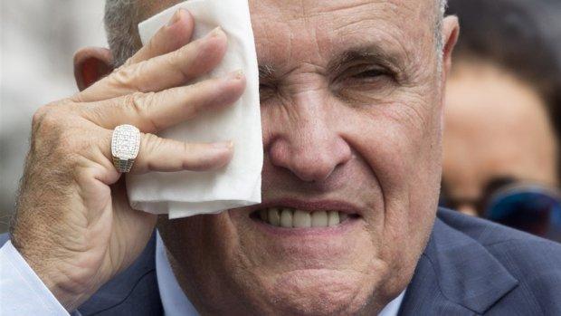 Giuliani en Pence weigeren Oekraïne-documenten te geven