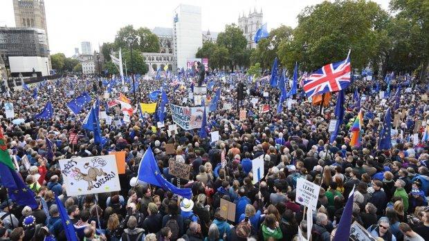 Honderdduizenden betogers eisen nieuw brexit-referendum