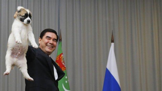 President Turkmenistan laat banken betalen voor hondenras