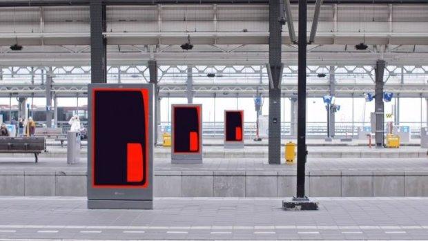 Buitenreclame in beweging: kingsize tablets vullen de straten en stations