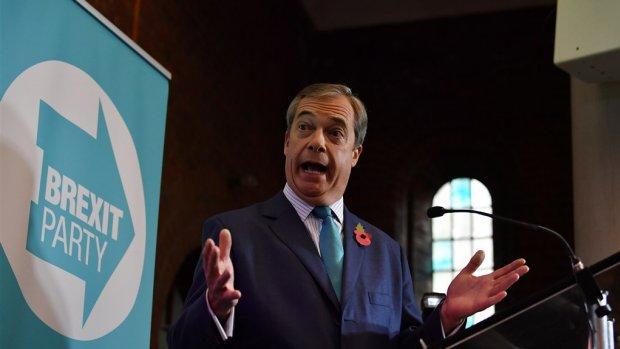 Oer-brexiteer Nigel Farage doet niet mee aan Britse verkiezingen (maar speelt toch een grote rol)