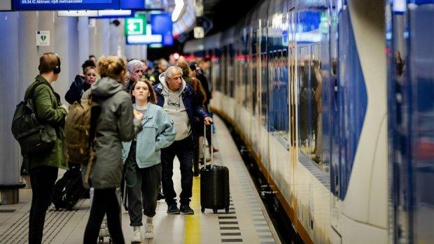 'Onoverzichtelijk' station Schiphol gaat voor half miljard op de schop