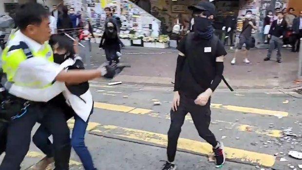 Agenten schieten demonstrant Hongkong neer