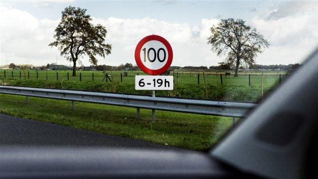 100 is 100 zodra het bord er staat: 'De politie knijpt geen oogjes toe'