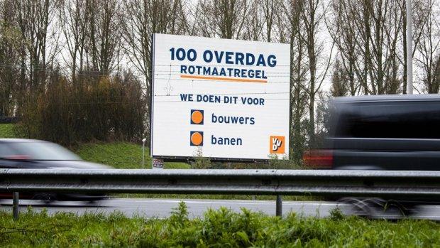 'Ik kan de partij wel opheffen': hoe de VVD tóch akkoord ging met 100 km/u