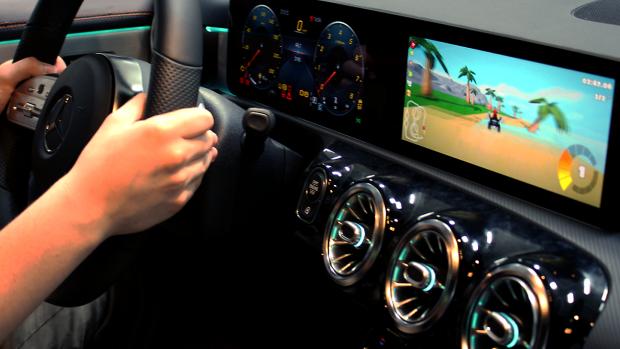 Live gamen ín de eerste Mercedes-Benz EQC