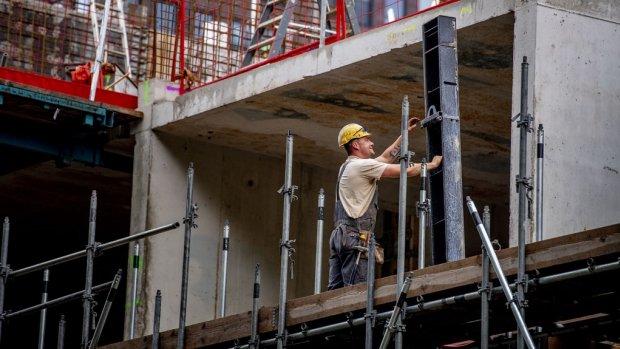 Werken in de bouw: tijdens de crisis thuis, nu het werk niet aankunnen