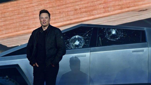 Pr-blunder Musk: 'onbreekbare' ruiten Tesla-truck kapot gegooid