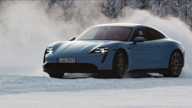 Getest: de elektrische Porsche Taycan op de Noordpool