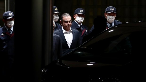 Gevallen Nissanbaas Ghosn ontvlucht Japan