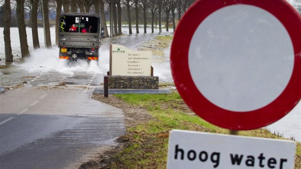 Minister van Nieuwenhuizen wil meer geld voor aanpak wateroverlast