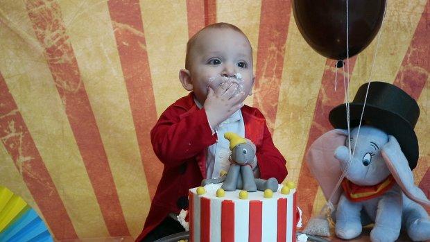 Cake smash foto's populair: 'Vooral veel vraag naar unicorns en Disney'