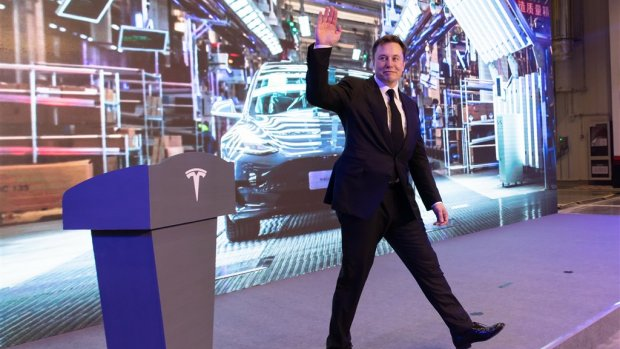 Tesla-fabriek ondanks kritiek Elon Musk dicht wegens coronavirus