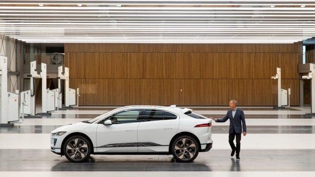 Jaguar legt productie elektrische auto stil door batterijtekort