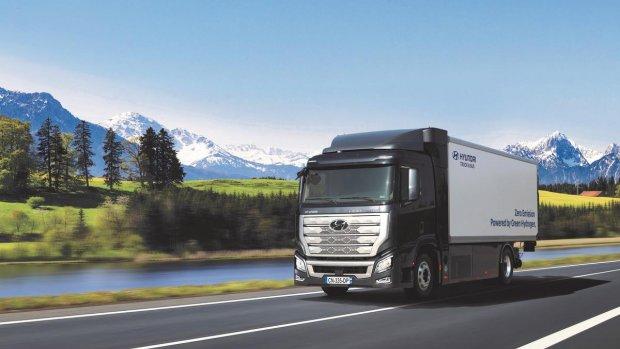 Hyundai stuurt waterstoftrucks de weg op