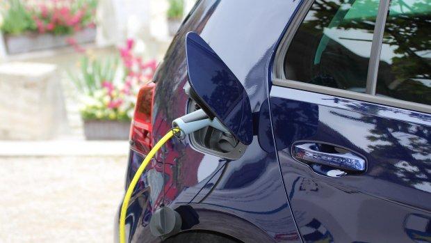 Met je elektrische auto kan je verdienen aan stroom leveren