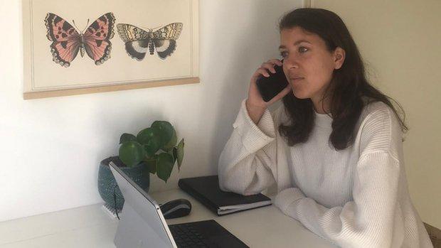 Luisterend oor in coronatijd: Saisha begint Bel-me-wel-register
