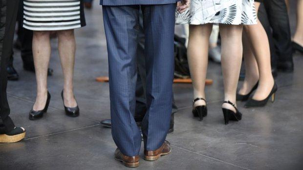 Loonkloof mannen en vrouwen slinkt, maar verschillen blijven groot