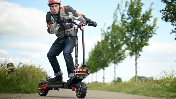 Getest: deze elektrische step kan 120 km/u