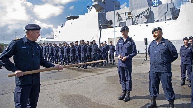 Bemanning marineschip na vijf maanden terug in 'ander' Nederland