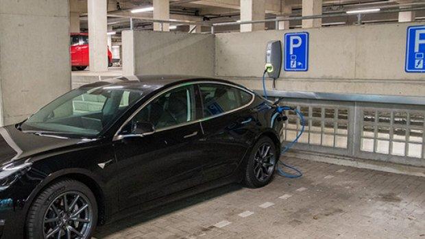 'Verbeter brandveiligheid parkeergarages met elektrische auto's'