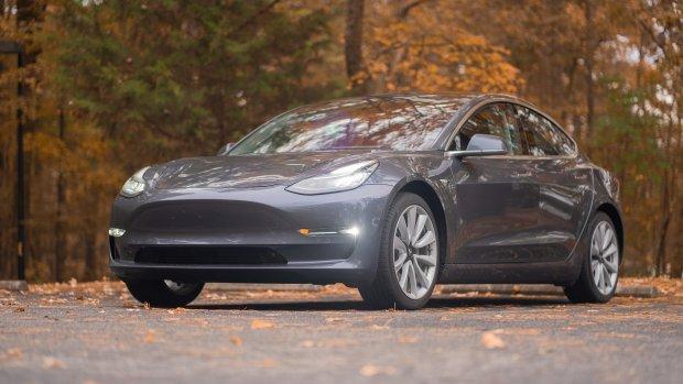Elon Musk: 'Zelfrijdende Tesla-auto is bijna klaar'