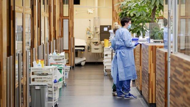 'Artsen en verpleegkundigen coronapatiënten nog steeds uitgeput'