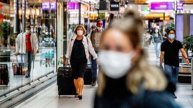 Steeds meer besmette passagiers op Schiphol