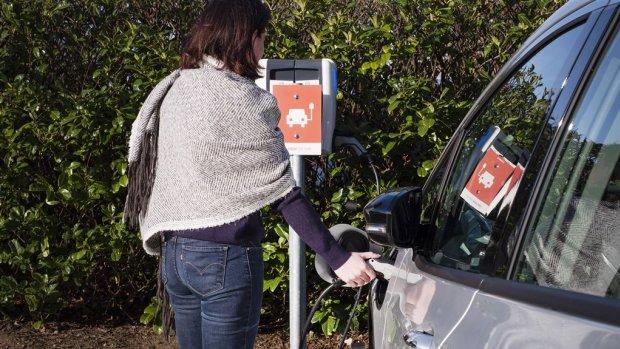 ACM: kosten opladen elektrische auto moeten duidelijker
