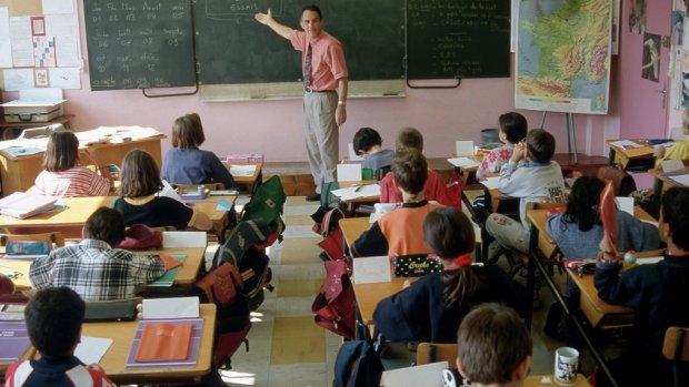 Miljoenen aan onderwijsgeld naar 'dure' uitzendbureaus