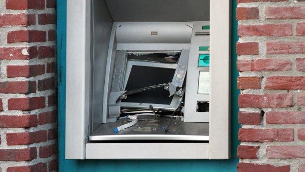 ABN AMRO sluit per direct honderden geldautomaten na golf plofkraken