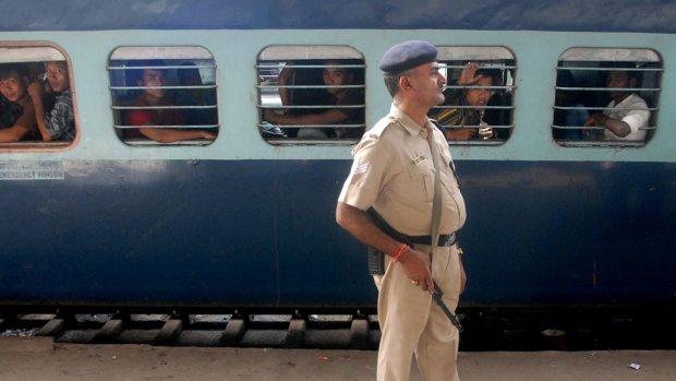 Drie tieners komen om tijdens maken selfie op spoor India