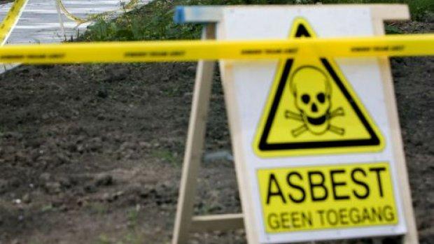 Wie betaalt bij het verbod op asbestdaken? Vijf dilemma's