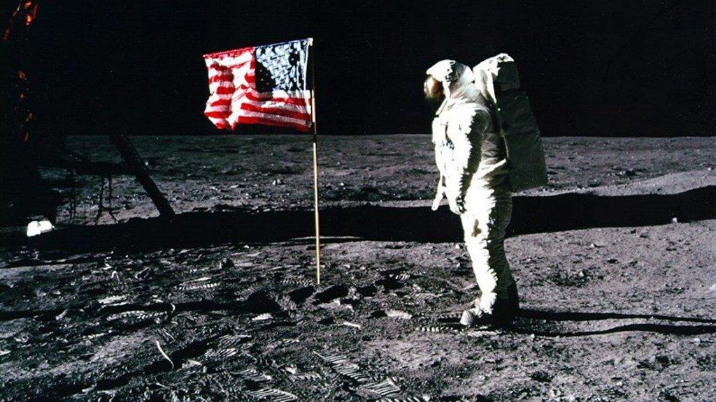 Ook de Amerikanen namen stukken maan mee naar huis.