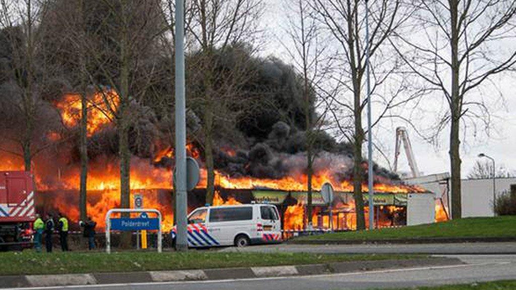 grote brand in kringloopwinkel almere | rtl nieuws