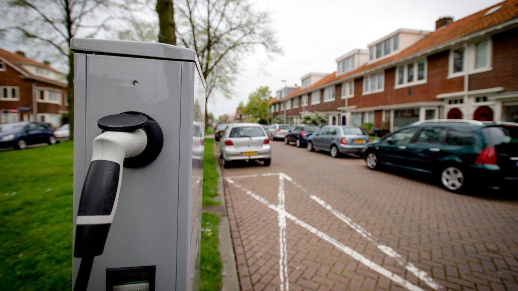 Elektrische Auto Bijladen Op Straat Fors Duurder Rtl Nieuws
