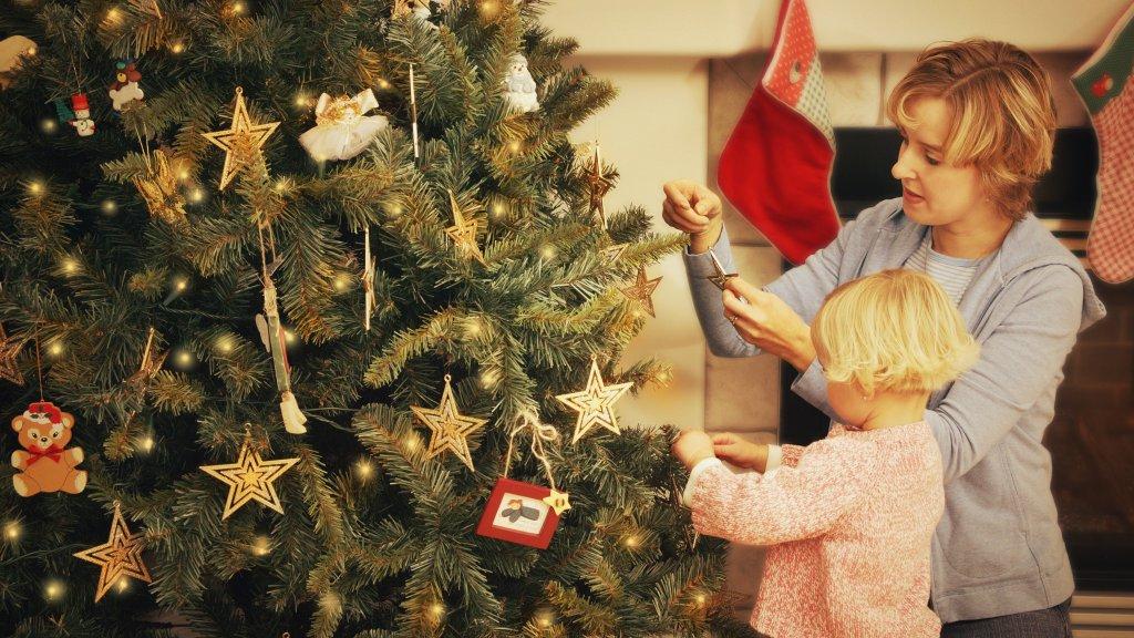 Zo Zet Je De Kerstboom Op Zonder Ruzie Rtl Nieuws