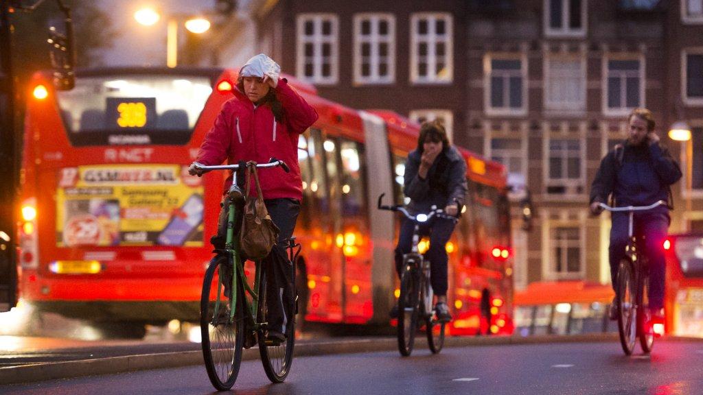 Forse daling boetes voor fietsen zonder licht\' | RTL Nieuws