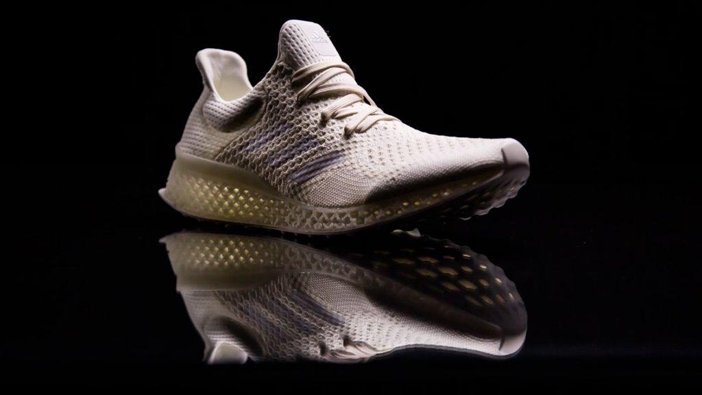 Adidas maakt schoenen van oceaanafval | RTL Nieuws