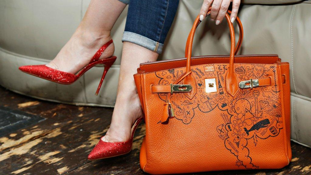 121062b9de8 Je kunt beter geld steken in een designertas dan in aandelen | RTL ...
