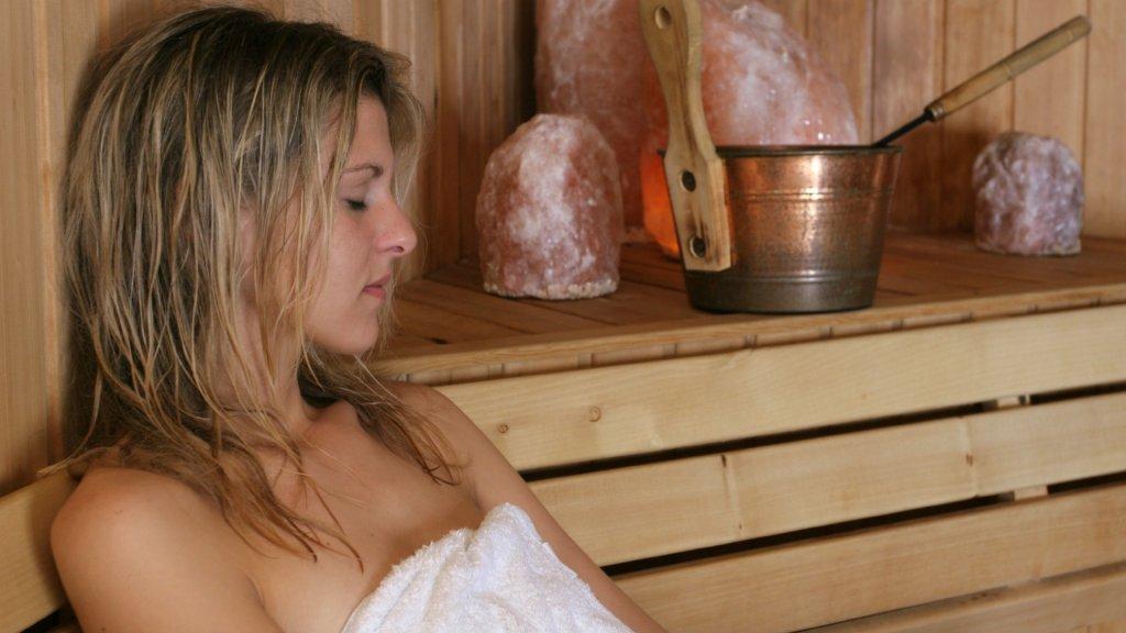 Beelden naakte bezoekers Drentse sauna op pornosite | Bright