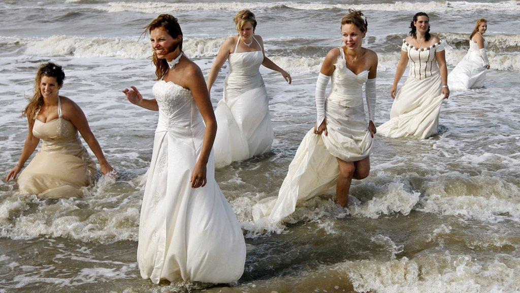 Bruidsjurken Onder 1000 Euro.Waarom Zijn Trouwjurken Zo Duur Rtl Nieuws