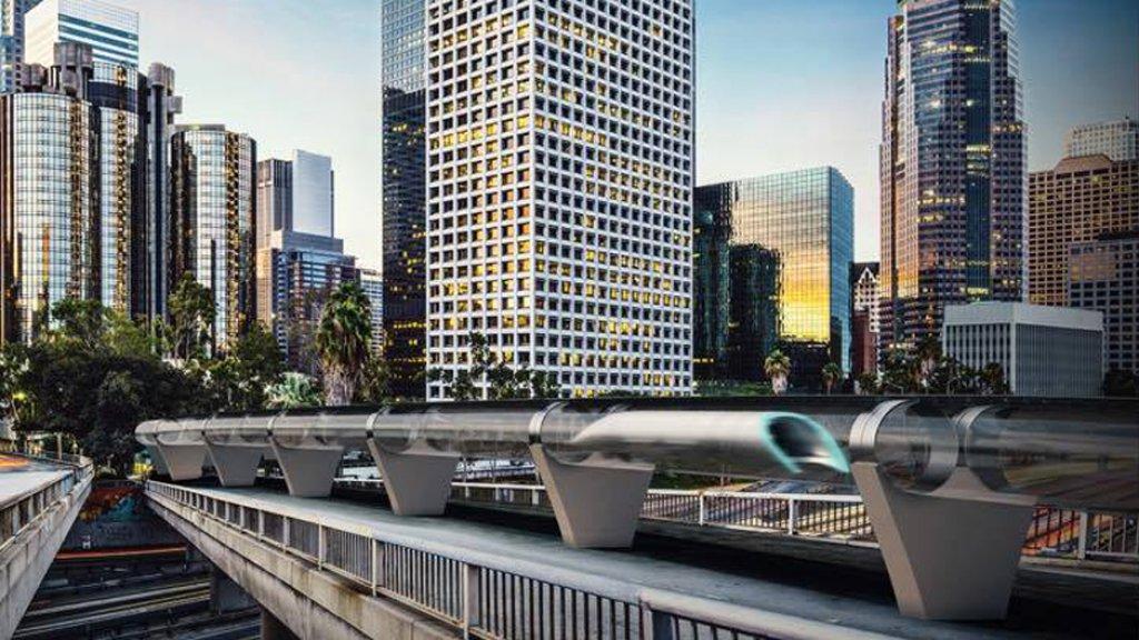 De hyperloop is een innovatief transportmiddel waarmee mensen of goederen razendsnel in een soort capsules door buizen reizen.