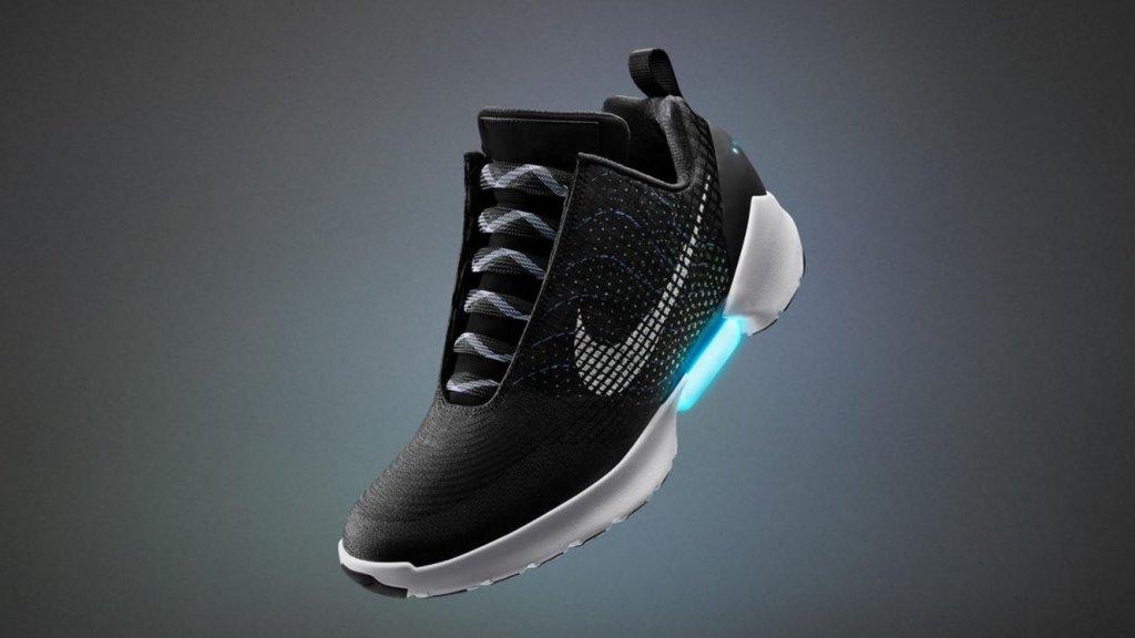 Nike maakt zelfstrikkende schoen | RTL Nieuws