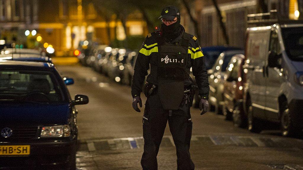 Landelijk Parket Rotterdam : Munitie drugs telefoons gevonden bij antiterreuractie rtl nieuws
