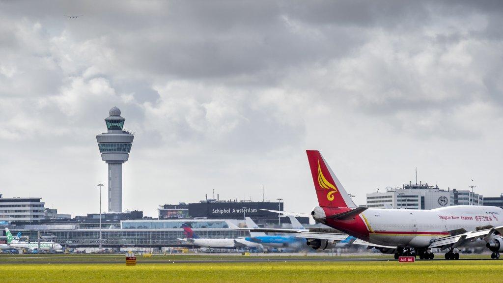 Fonkelnieuw Schiphol wil uitbreiden met dependance en extra baan' | RTL Nieuws YV-99