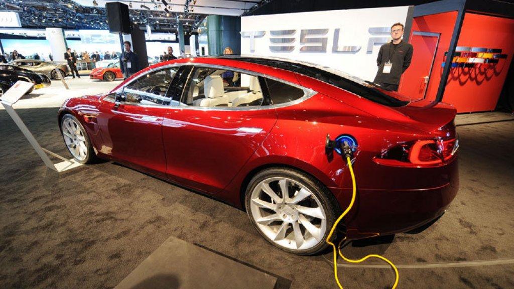 Nieuwe Accu Laat Tesla S Ruim 500 Kilometer Rijden Rtl Nieuws