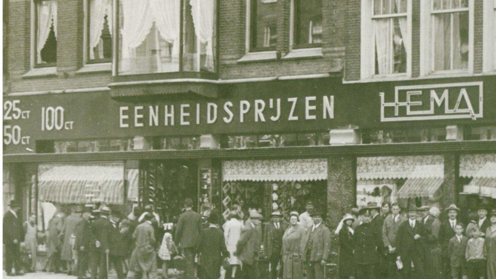 Van Amsterdam naar Barcelona en Lyon: 90 jaar Hema in beeld