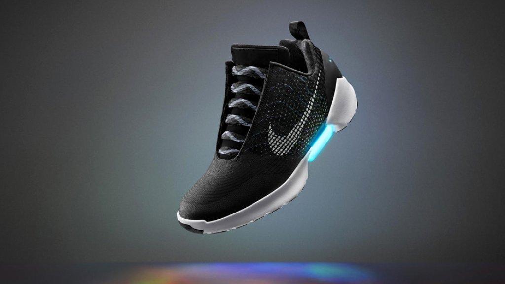 Zelfstrikkende Nike schoenen kosten 720 dollar | Bright
